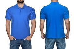 Skjortan, framdelen och baksida för polo för manblankoblått beskådar, isolerad vit bakgrund Planlägg den poloskjortan, mallen och royaltyfria foton