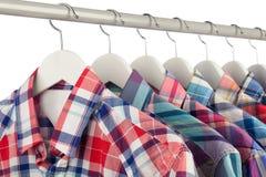 Skjortor på hängare Royaltyfria Foton