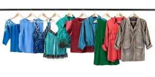 Skjortor på kläderkuggar Arkivfoto