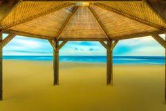 Skjul på stranden royaltyfri fotografi