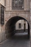 Skjulet välvde passagen av Santo Domingo Royaltyfria Foton