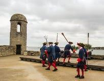 Skjuta av kanonen royaltyfria foton