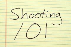 Skjuta 101 på ett gult lagligt block Royaltyfri Bild
