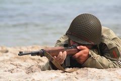 skjuta soldat Fotografering för Bildbyråer