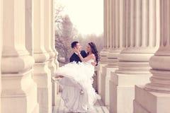 skjuten övre sikt för bruddans brudgum arkivfoton