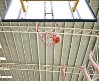 Skjuten basket missa därefter ombundet royaltyfri bild
