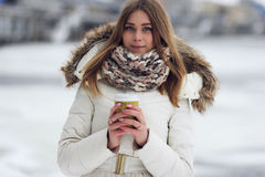 skjuten studio för kaffe flicka arkivfoton