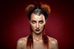 Skjutit av en futuristisk ung kvinna Royaltyfri Bild