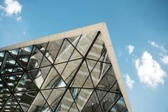 Skjutit av modern byggnad arkivbild
