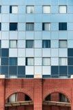 Skjutit av modern byggnad royaltyfria bilder