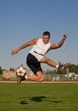 skjutit fotbolltrick arkivbilder