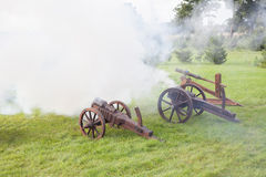 Skjutit från en kanon Royaltyfri Bild