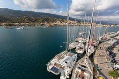 Skjutit uppifrån av masten under i seglingregatta 16th Ellada Royaltyfri Foto