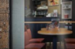 Sklep z kawą szklany drzwiowy mockup Opróżnia przestrzeń na okno dla dodaje loga Obrazy Royalty Free