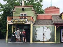 Sklepieniowy Laserowy labiryntu wyzwanie przy Carowinds w Charlotte, NC zdjęcia stock