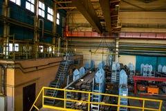 Sklepowy dziurkowanie zaciera się przy produkcji miejscem przemysłowa roślina machine metalu przerób fotografia stock