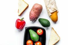 Sklepu pojęcie z warzywami i chleba tła stołowym wierzchołkiem rywalizuje Obraz Royalty Free