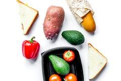 Sklepu pojęcie z warzywami i chleba tła stołowym wierzchołkiem rywalizuje Zdjęcia Royalty Free