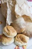 Sklepu spożywczego zakupy Chlebowe rolki i bochenek Fotografia Royalty Free