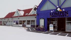 Sklepy w głównej ulicie w arktycznym grodzkim Longyear zbiory