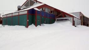 Sklepy w głównej ulicie w arktycznym grodzkim Longyear zbiory wideo