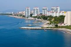 Skline y línea de costa de Puerto Vallarta Imágenes de archivo libres de regalías
