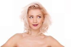 Skämtsam blond kvinna Arkivbild