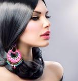 Skönhet med långt svart hår Fotografering för Bildbyråer