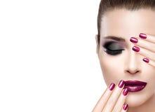 Skönhet och makeupbegrepp Lyx spikar och sminket Royaltyfri Foto