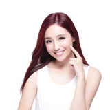 Skönhetkvinna med charmigt leende Fotografering för Bildbyråer