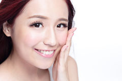 Skönhetkvinna med charmigt leende Royaltyfria Foton