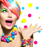 Skönhetstående med färgrik makeup Arkivbilder
