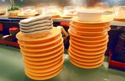 Skończeni suszi naczynia na suszi iść round fotografia stock