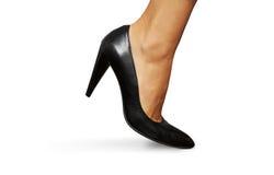 Sko för kvinnligt ben och för hög häl Royaltyfri Fotografi