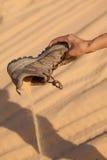 Sko med sand arkivfoto