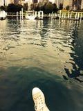 Sko ovanför sjön Royaltyfri Foto