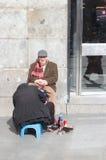Sko shineren i Madrid, Spanien royaltyfri fotografi