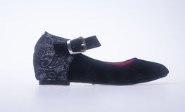 sko svarta skor för färgmodekvinna på en bakgrund Royaltyfri Fotografi