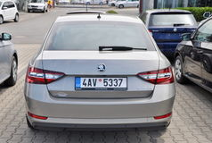 Skoda Buitengewoon voor autoopslag Stock Foto's