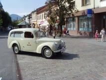 Skoda 1101 conhecido como Tudor Ambulance Classic Car na rua fotos de stock royalty free