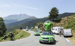 Skoda-Wohnwagen in Pyrenäen-Bergen - Tour de France 2015 Stockbilder