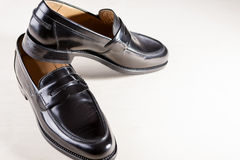 Skodonbegrepp Par av stilfullt trendigt verkligt läder Blac Arkivbilder