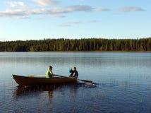 Skog sjö. Fartyg Royaltyfri Bild