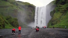 Skogafoss瀑布在冰岛夏天 股票录像