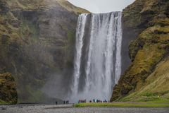 Skogafoss ο εικονικός καταρράκτης της Ισλανδίας στοκ εικόνες με δικαίωμα ελεύθερης χρήσης