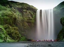 Skogafoss (chute de l'eau), Islande Images stock
