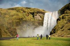 Skogafoss härlig vattenfall i Island Arkivbilder