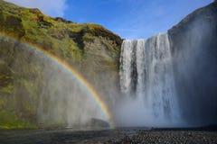 Skogafoss ist der populärste Wasserfall in Island Stockbild