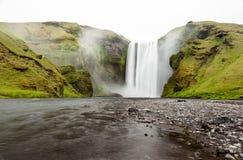 Skogafoss vattenfall, Island Arkivfoton