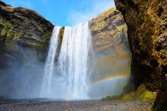 Skogafoss vattenfall Island med regnbågen Fotografering för Bildbyråer